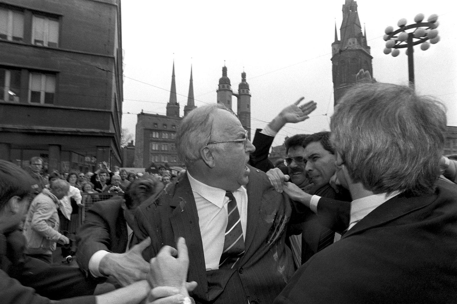 Helmut Kohl/ Eierattacke