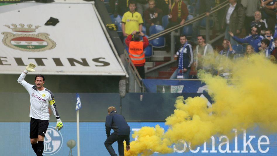 Feuerwerkskörper beim Derby: BVB wird hart bestraft