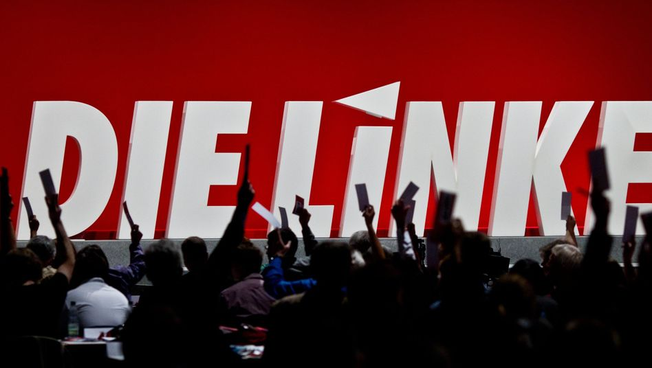 Delegierte auf dem Linken-Parteitag 2011: Im Oktober will eine Gruppe von Reformern eine Richtungsentscheidung