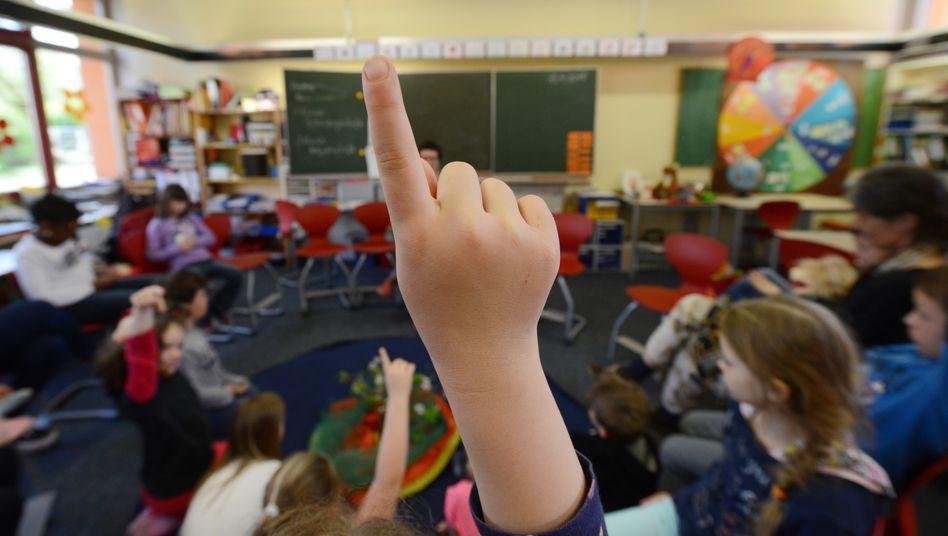 Deutsche Klassengrößen bewegen sich im internationalen Durchschnitt, die Zahl der Unterrichtsstunden für Lehrkräfte liegt hingegen niedriger