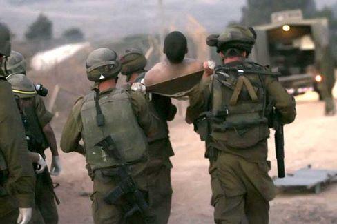 Verluste der israelischen Armee im Libanon: Ein verletzter Soldat wird geborgen