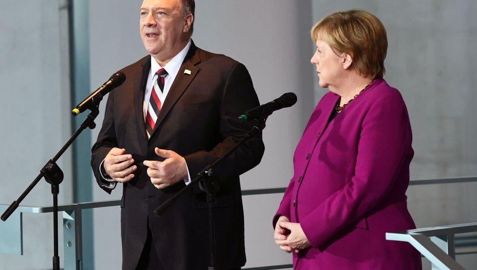 Der amerikanische Außenminister Mike Pompeo und Bundeskanzlerin Angela Merkel