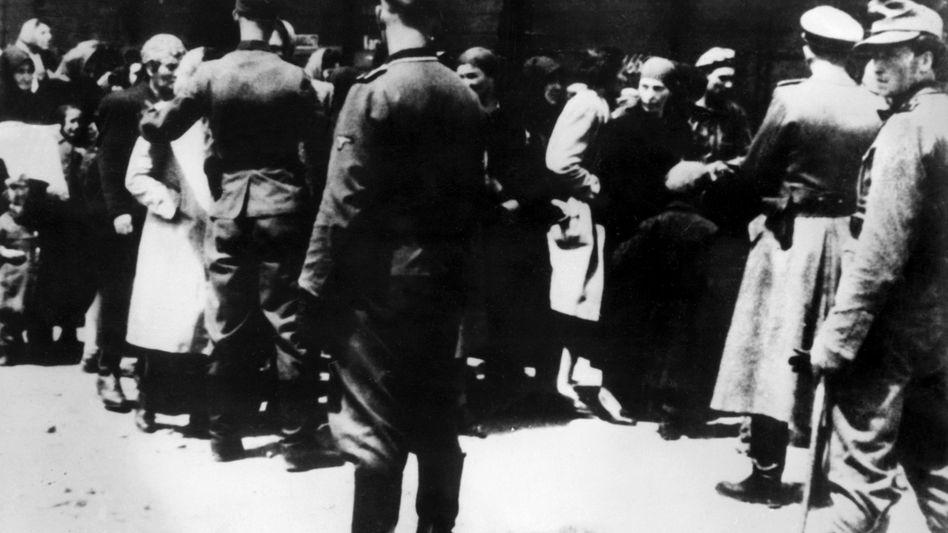 SS-Männer in Auschwitz: Ermittlungen gegen neun Personen