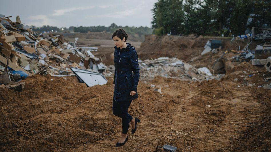 Politikerin Weitzel am Krater in Erftstadt-Blessem: »Ich habe mich immer als Kämpferin gesehen, mental bin ich stabil«