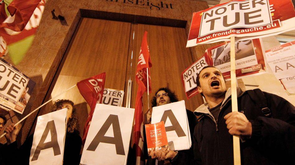 Proteste vo der S&P-Zentrale in Paris: Frankreich verliert seine Top-Bonität