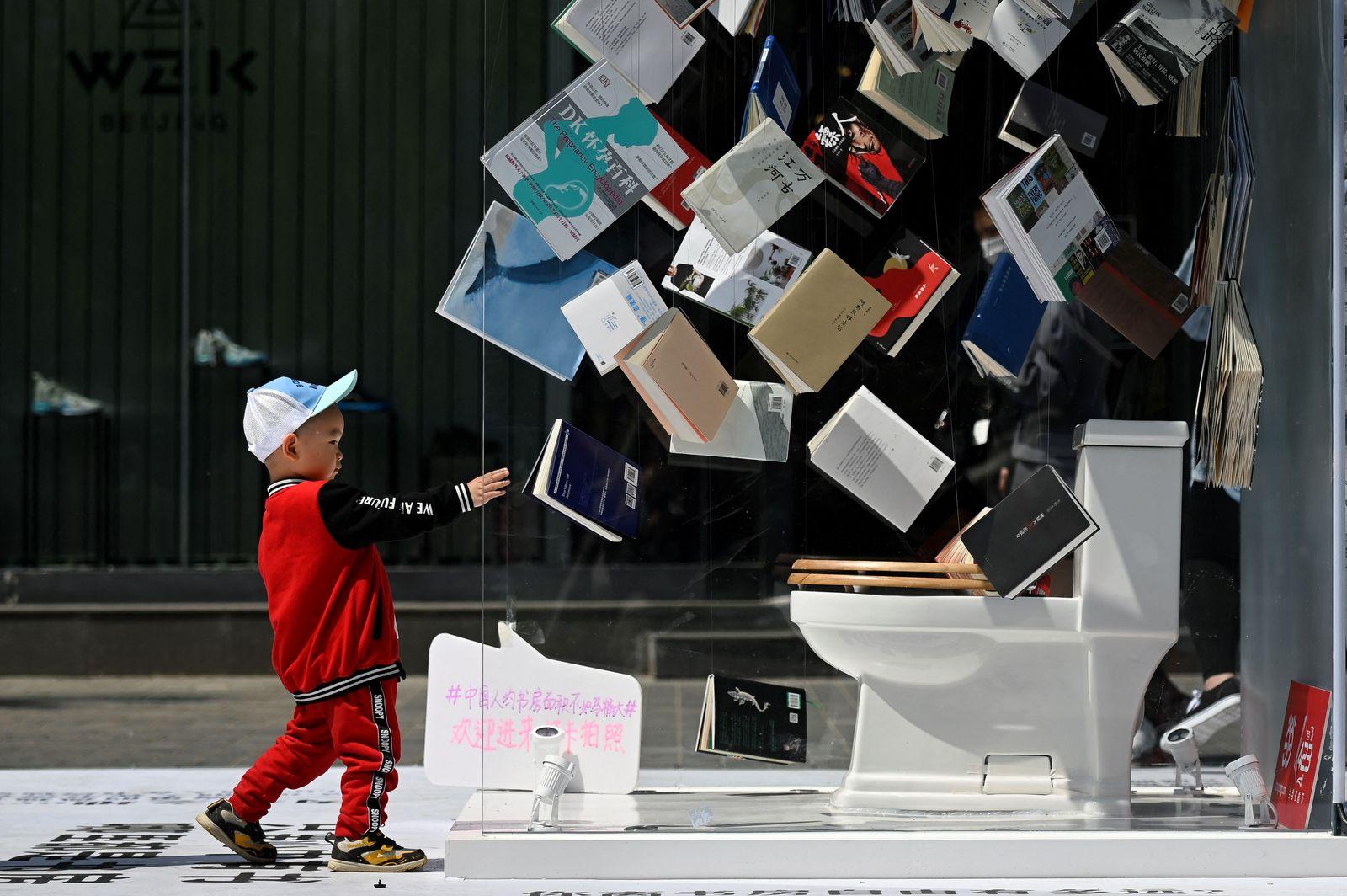 TOPSHOT-CHINA-LIFESTYLE-BOOK DAY