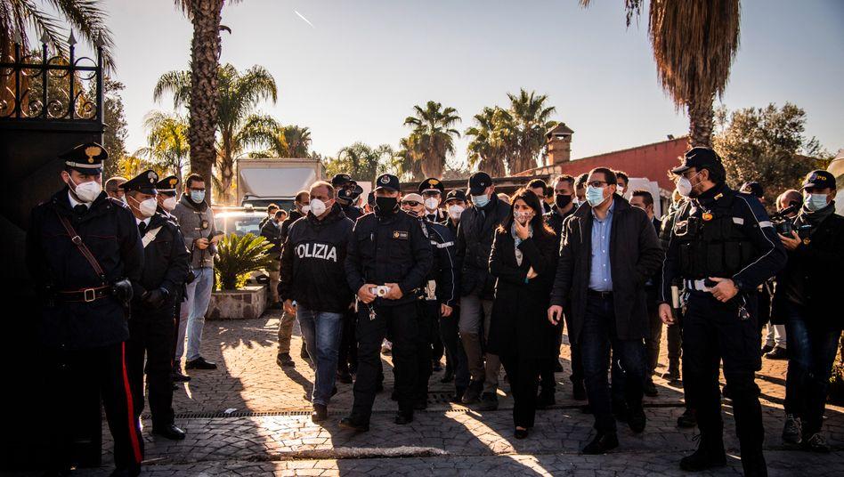 Einsatz gegen Casamonica-Clan in Rom Ende Oktober:Mit Bulldozern gegen illegale Anwesen