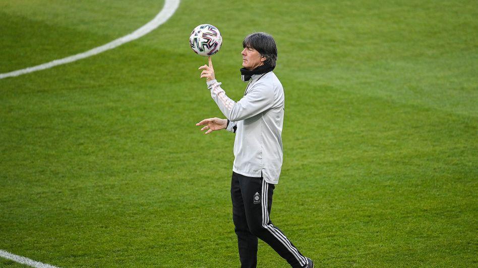 Joachim Löw muss bei seiner letzten EM als Bundestrainer einiges ausbalancieren