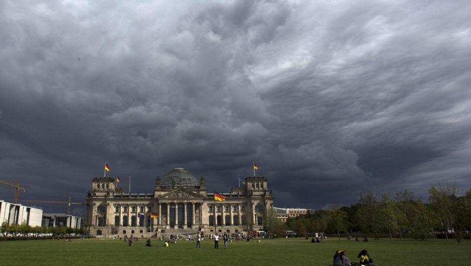 Dunkle Wolken über dem Bundestag: In Zukunft besser gegen Hackerangriffe schützen