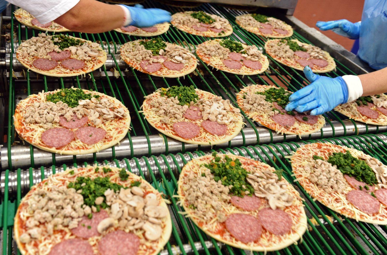 Pizza-Produktion bei Dr. Oetker