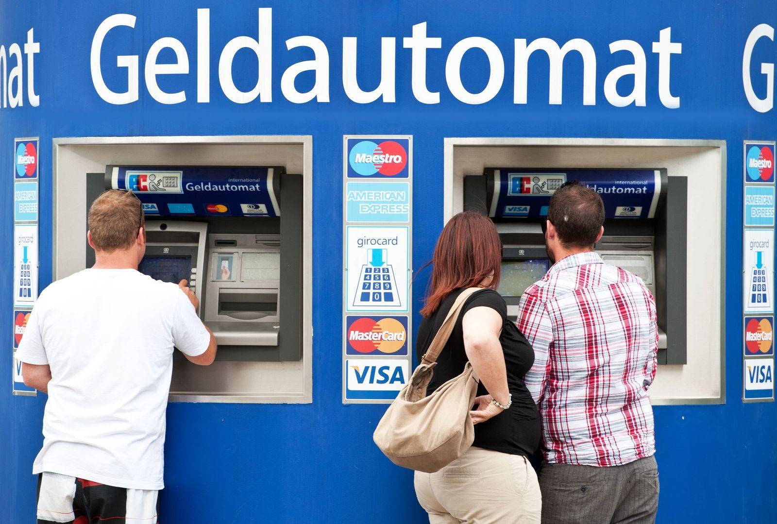 Kunden / Bankautomaten / Geldautomat