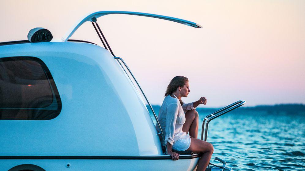 Schwimmender Wohnwagen: Zu Lande, zu Wasser und am Hänger