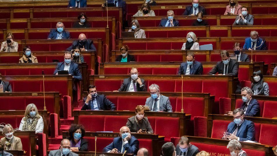 Frankreichs Nationalversammlung hat einer Verlängerung des Gesundheitsnotstands bis zum 16. Februar zugestimmt (Archivbild)