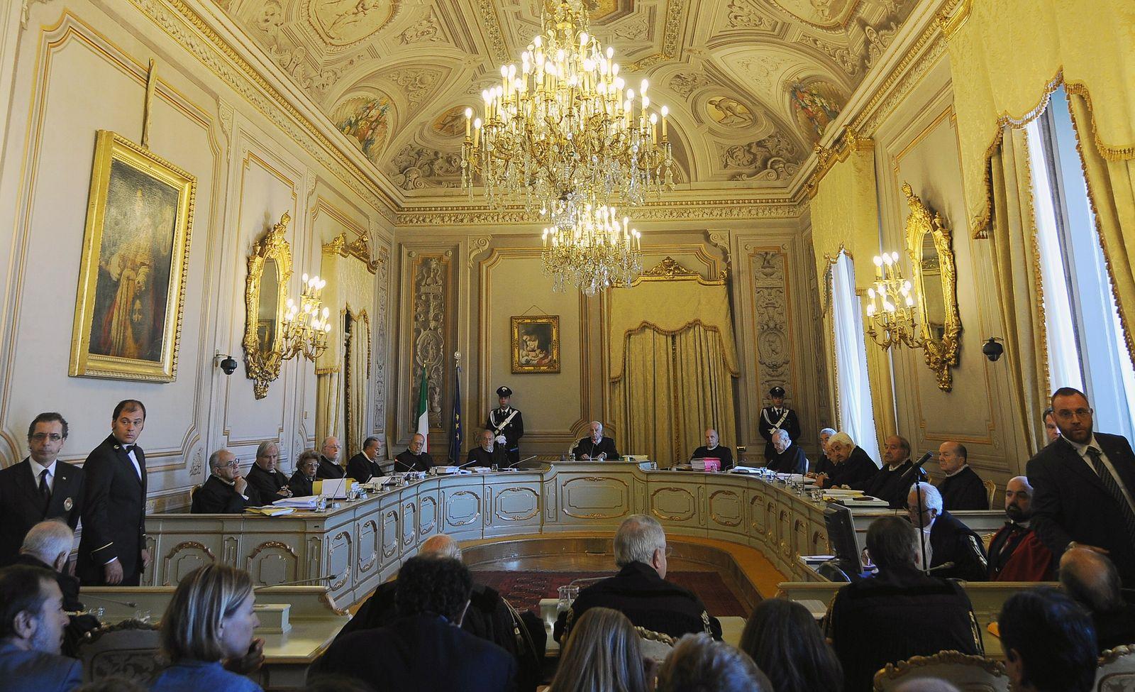 ITALY-POLITICS-COURT-BERLUSCONI