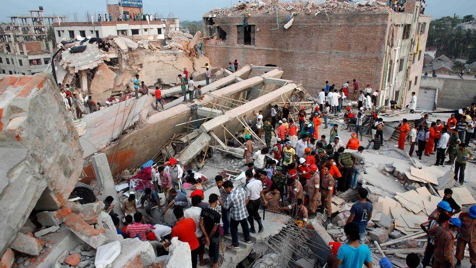 Rettungsarbeiten im April 2013: Der Fabrikeinsturz tötete mehr als 1100 Arbeiter