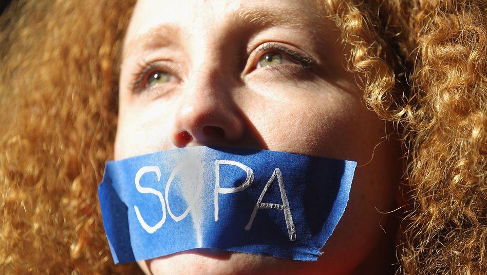 Anti-Sopa-Protest vor Senatorenbüro in New York: Umstrittene Internetgesetze