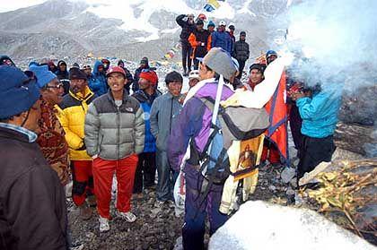 Schneller als je zuvor: Pemba Dorje Sherpa vor seinem Gipfel-Rekord im Basislager