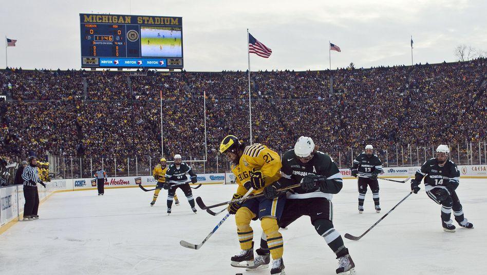 Collegespiel im Michigan Stadium: Bester Besuch in der Geschichte des Eishockeys
