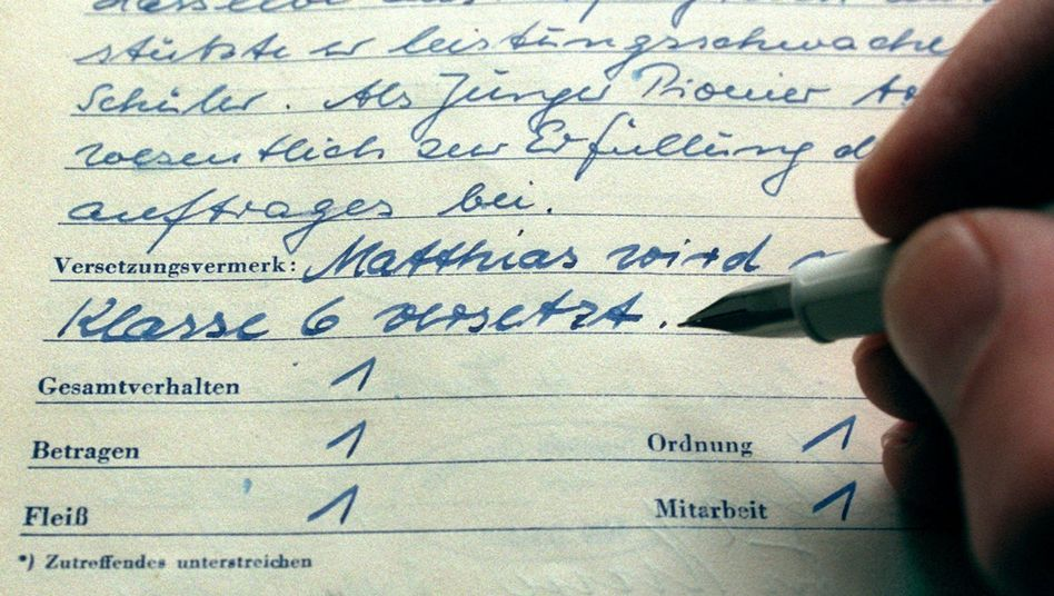 Schulzeugnis aus DDR-Zeiten
