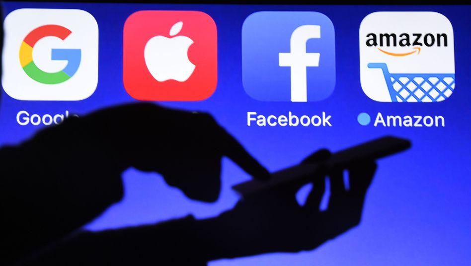 Logos von Google, Apple, Facebook und Amazon
