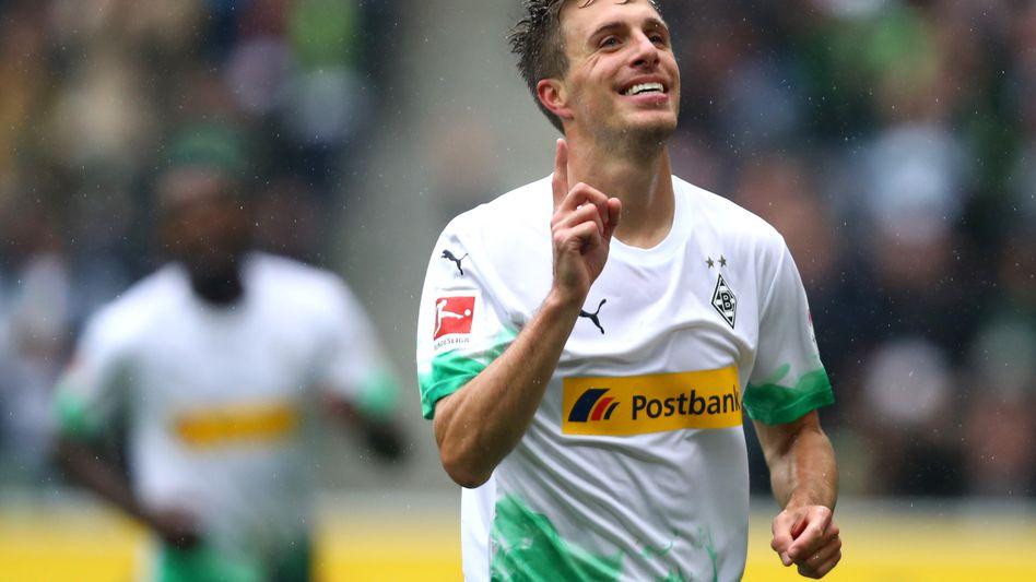 Patrick Herrmann bejubelt seinen Treffer zum zwischenzeitlichen 3:0. Bei Borussia Mönchengladbachs 5:1-Sieg gegen den FC Augsburg war er mit zwei Toren und einer Vorlage der überragende Spieler.