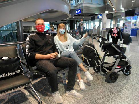 Luka und Sven Schiffer mit Baby Lina: spontan nach Mallorca