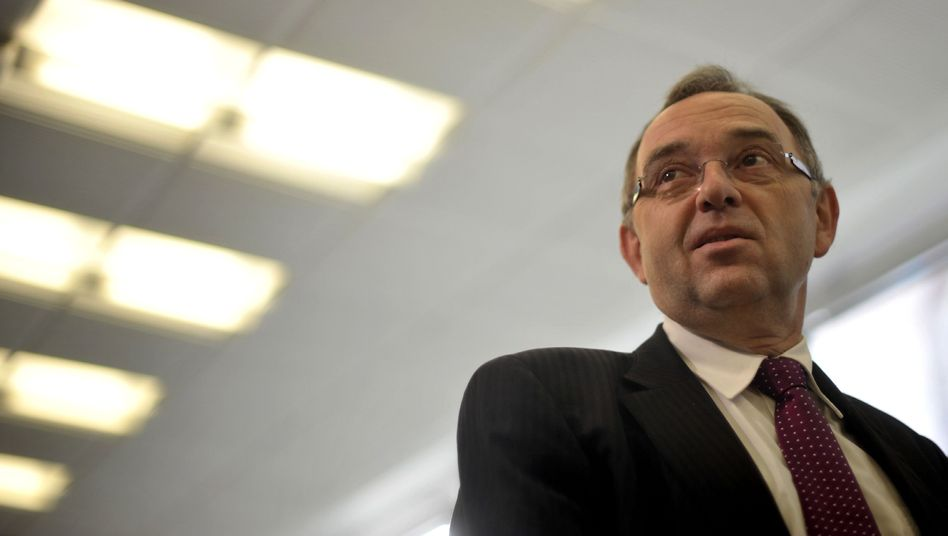 NRW-Finanzminister Walter-Borjans (SPD): Feldzug gegen Schwarzgeldsünder