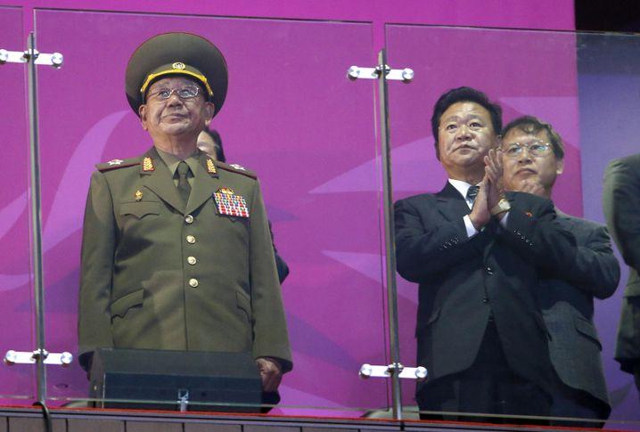 Hwang Pyong So (l.): Plötzlich Verhandlungsführer