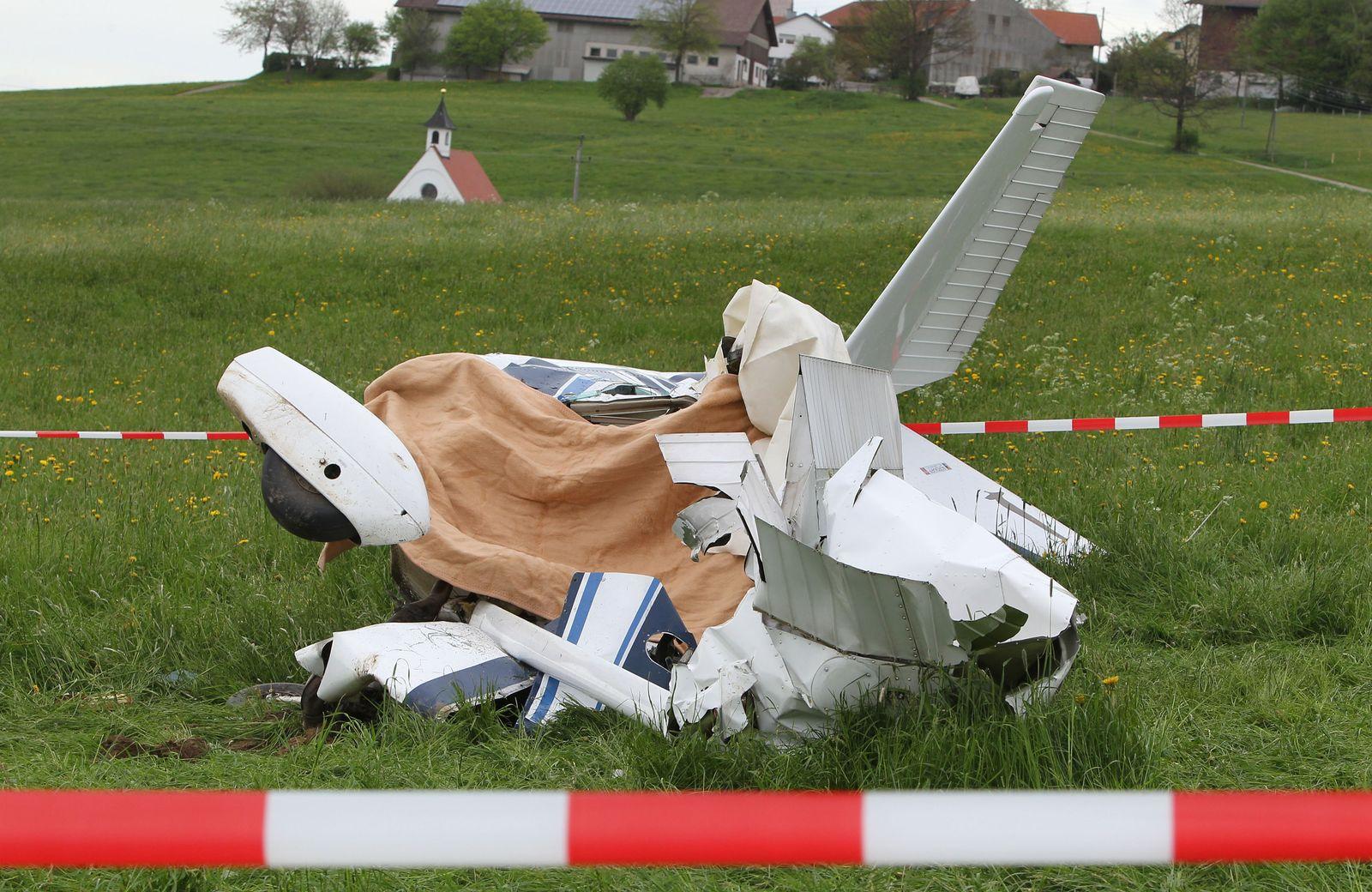 Zwei Tote bei Flugzeugabsturz