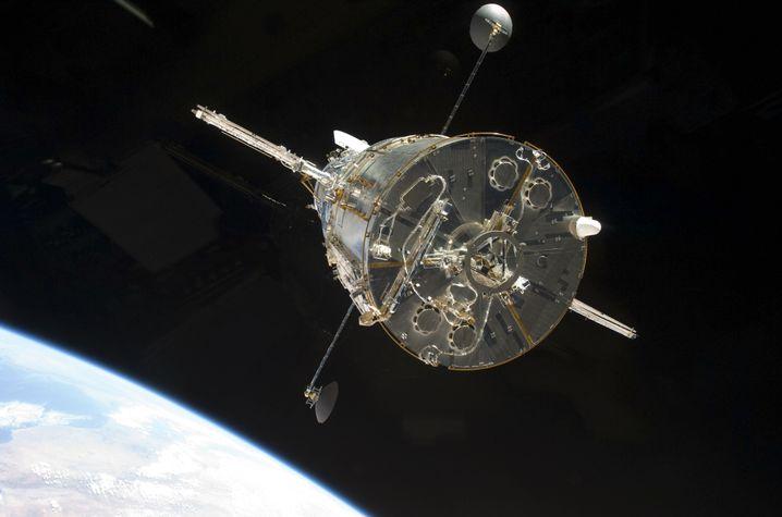 Das Hubble-Teleskop, aufgenommen vom Space-Shuttle Atlantis aus