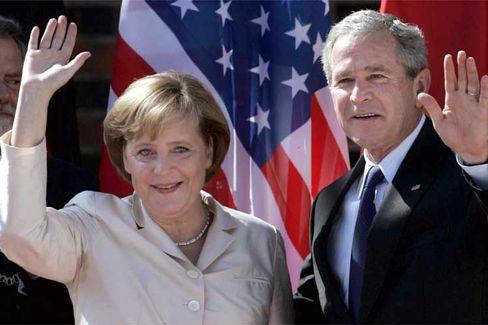 Bush und Merkel beim Besuch des US-Präsidenten in Stralsund