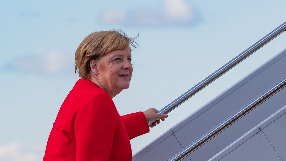 Angela Merkel steigt in den Flieger zurück nach Deutschland