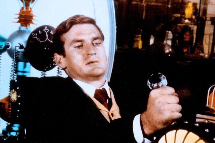 """Rod Taylor setzte in der ersten Verfilmung des Romans die """"Zeitmaschine"""" in Gang."""