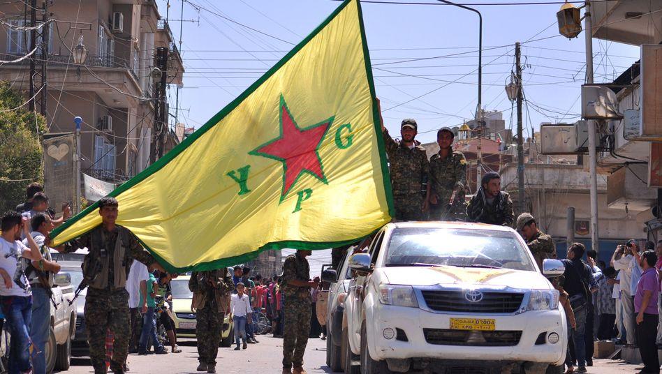 Kurdische YPG-Kämpfer in der syrischen Stadt Qamishli