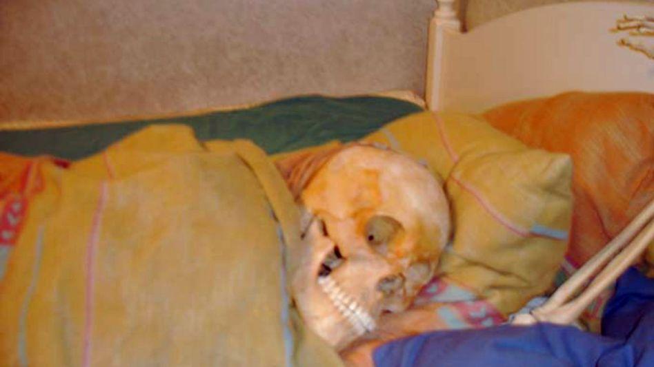 Skelett im Bett: Anklage wegen Störung der Totenruhe