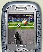 Handy-Fußball: Eigener Fuß und virtuelles Tor im Splitscreen