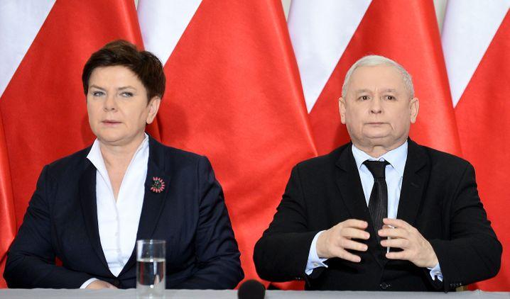 Jaroslaw Kaczynski mit Beata Szydlo