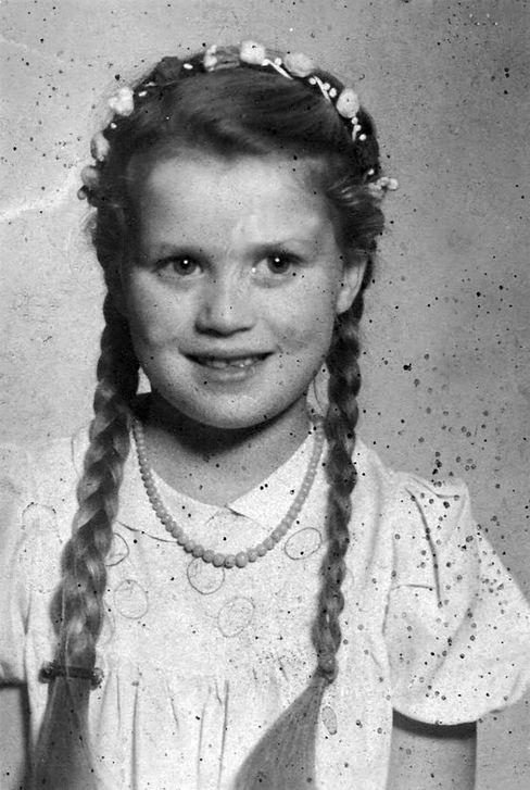 Weißwasser 1944: Die Klasse aus Krauschwitz, wo Berthild Tourrenc nach der ersten Flucht eingeschult wurde, war bei einem Fotografen