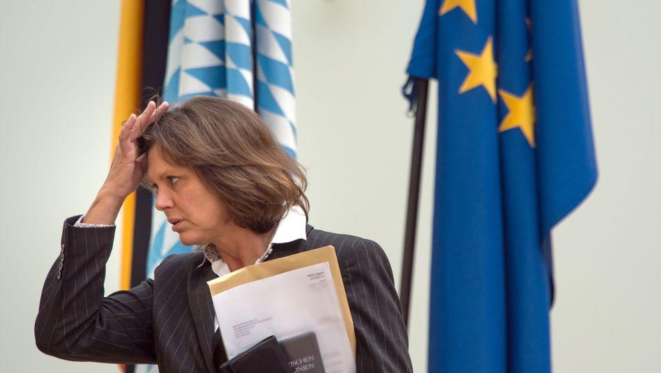 Bayerns Wirtschaftsministerin Aigner (CSU): Mindestlohnkontrollen aussetzen