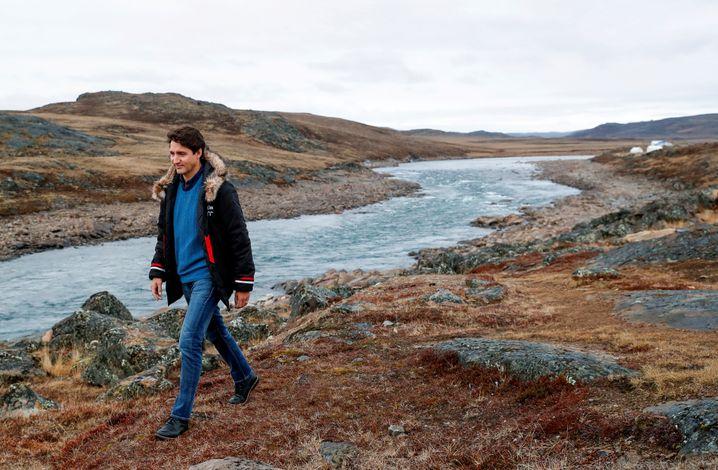 Justin Trudeau beim Wahlkampf in Nunavut im Norden Kanadas: Sein Image als progressiver Musterknabe hat Schaden genommen