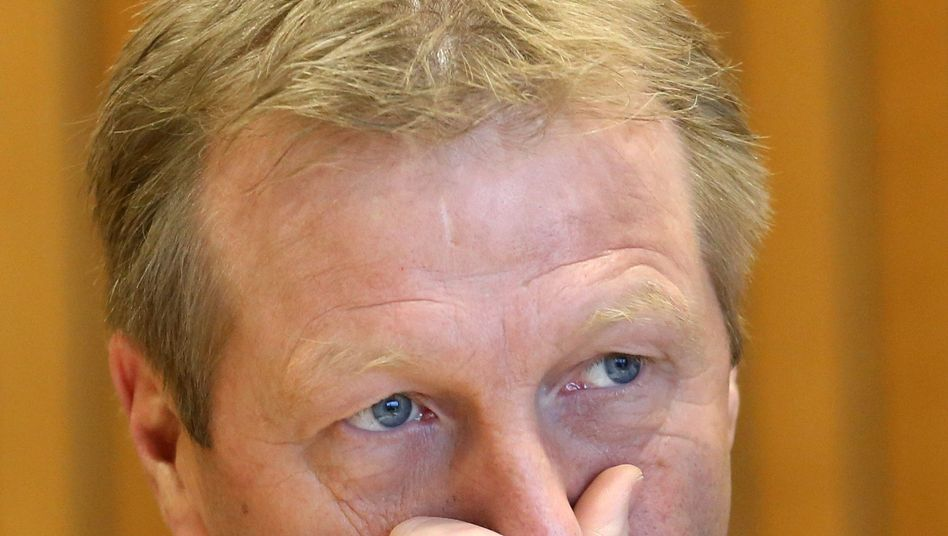 Das konnte ja keiner ahnen: NRW-Innenminister Ralf Jäger fuhr ohne Zulassung