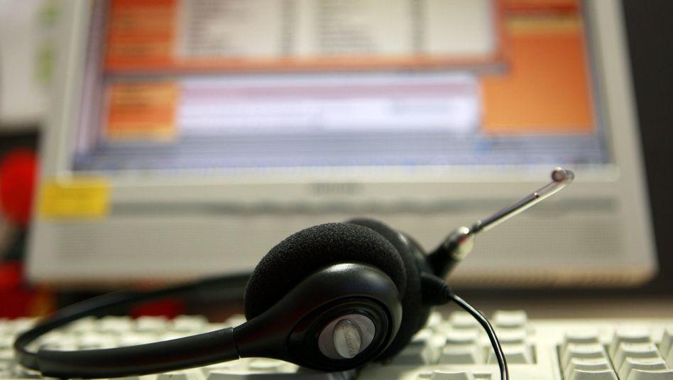 Headset in einem Call Center: Kein Erbarmen mit frommen Telefonisten