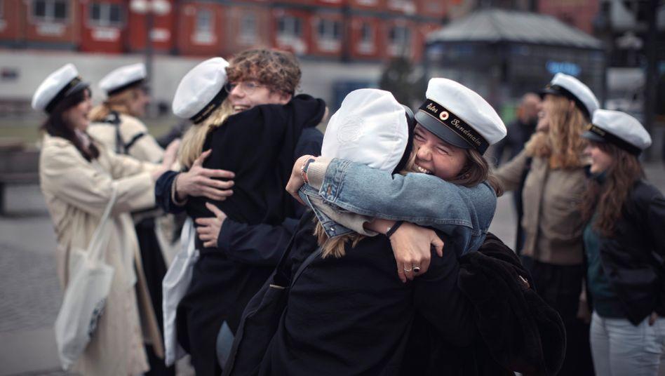 Feiernde Abiturienten in Stockholm im April