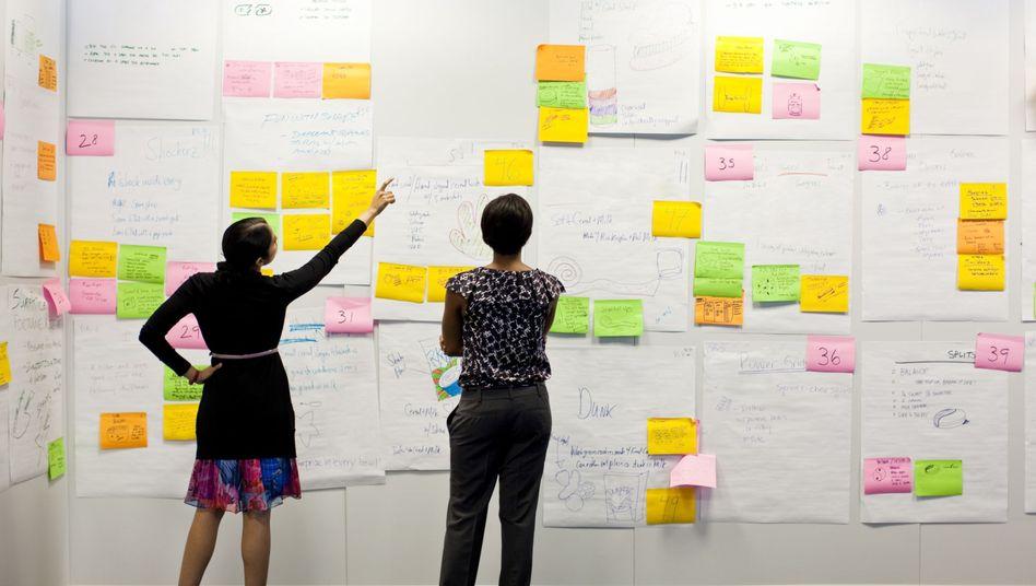 So nicht: Unübersichtliche Zettel sind der Albtraum des Professional Organizers