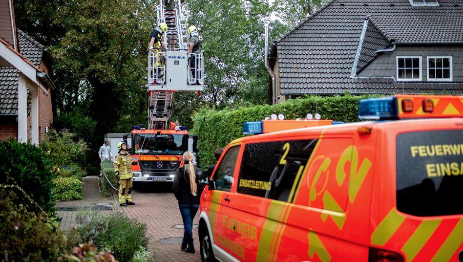 """Einsatzkräfte in Hannover: """"Nach derzeitigem Ermittlungsstand geht die Kriminalpolizei vom Verdacht eines Tötungsdeliktes aus"""""""