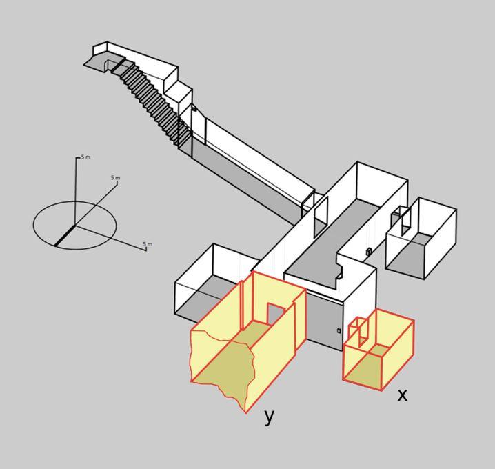 Tutanchamuns Grab (weiß) sowie die vermuteten zusätzlichen Kammern (gelb) - ein Nebenraum hinter der Westwand (x) sowie Nofretetes Grabkammer hinter der Nordwand (y)