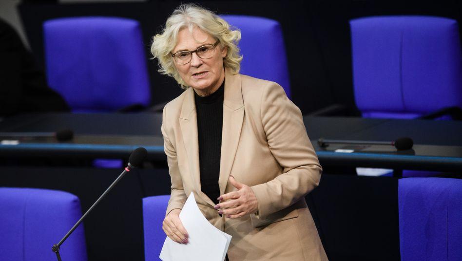 """Christine Lambrecht im Bundestag (Archivbild): """"Handeln ist gefragt"""""""