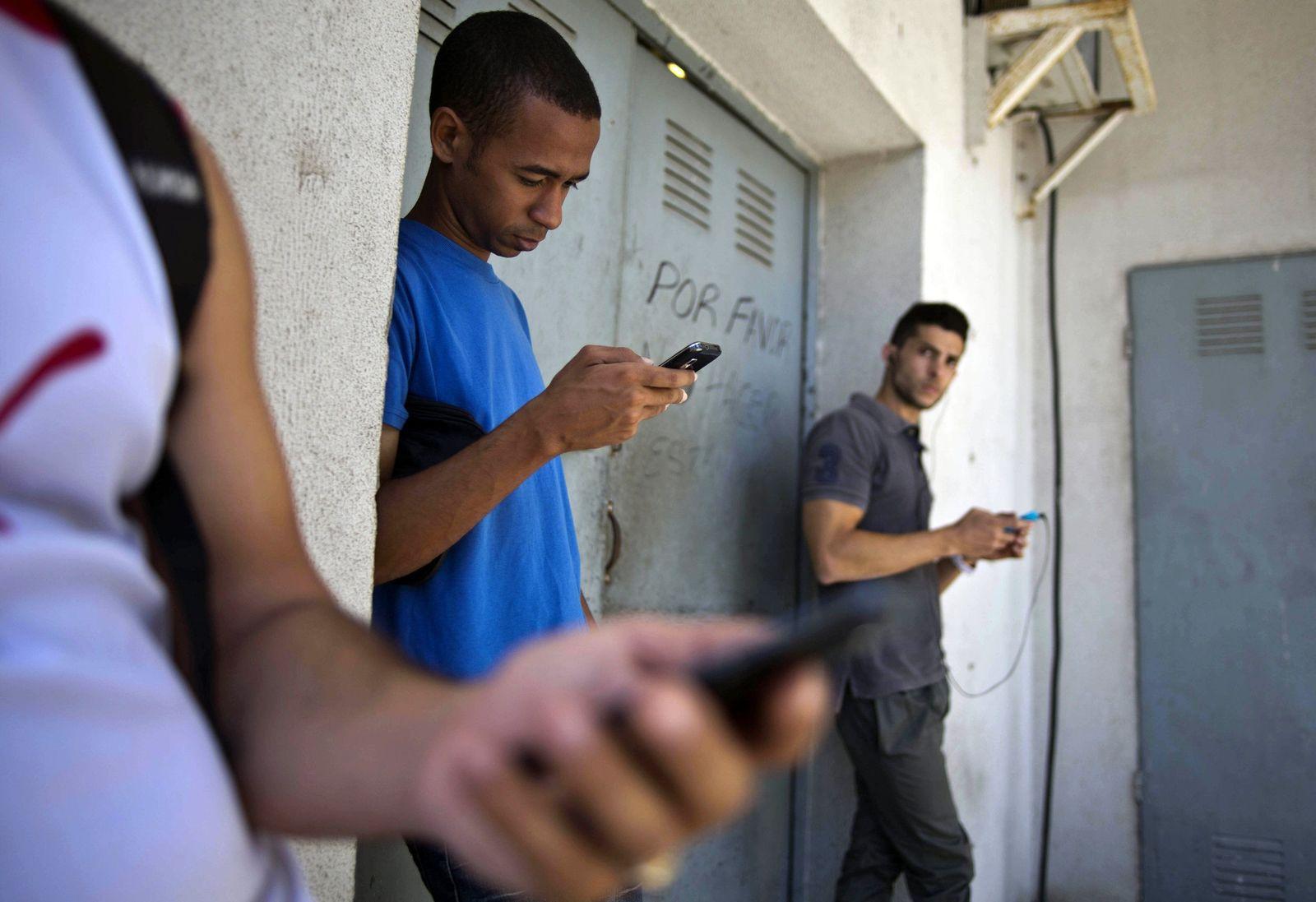 Secret Cuban Twitter