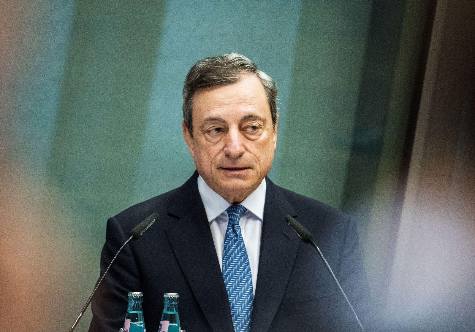EINMALIGE VERWENDUNG Mario Draghi