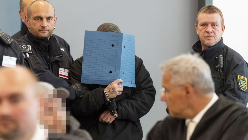 Angeklagter Sven W. vor Gericht: Mit sieben weiteren Männern soll er eine terroristische Vereinigung gegründet haben